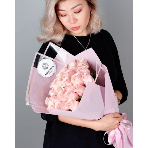 Купить на заказ Букет из 25 розовых роз с доставкой в Есиле