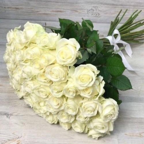 Купить на заказ Букет из 51 белой розы с доставкой в Есиле